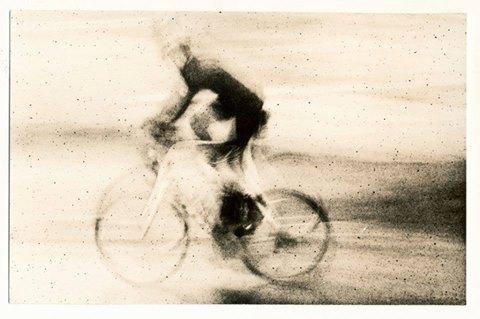 ciclista desenfocado